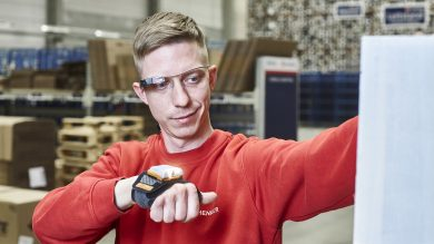 Warehouse worker uses ProGlove smart picking glove